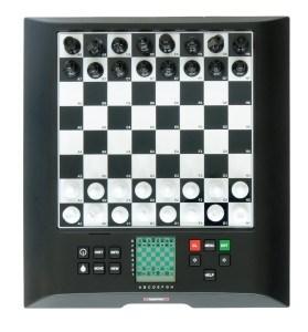 Draufsicht von oben auf einen Millenium Schachcomputer