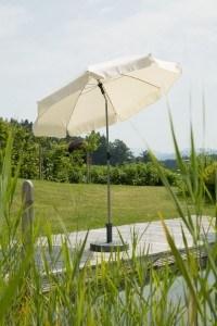 Sonnenschirme sind sehr leicht aufgebaut.