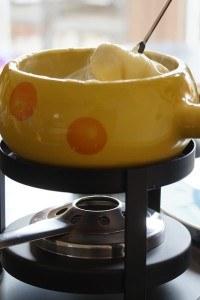 Kaesefondue-gelb