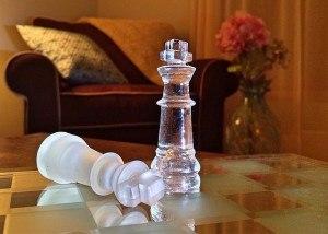 Schachfiguren im Wohnzimmer