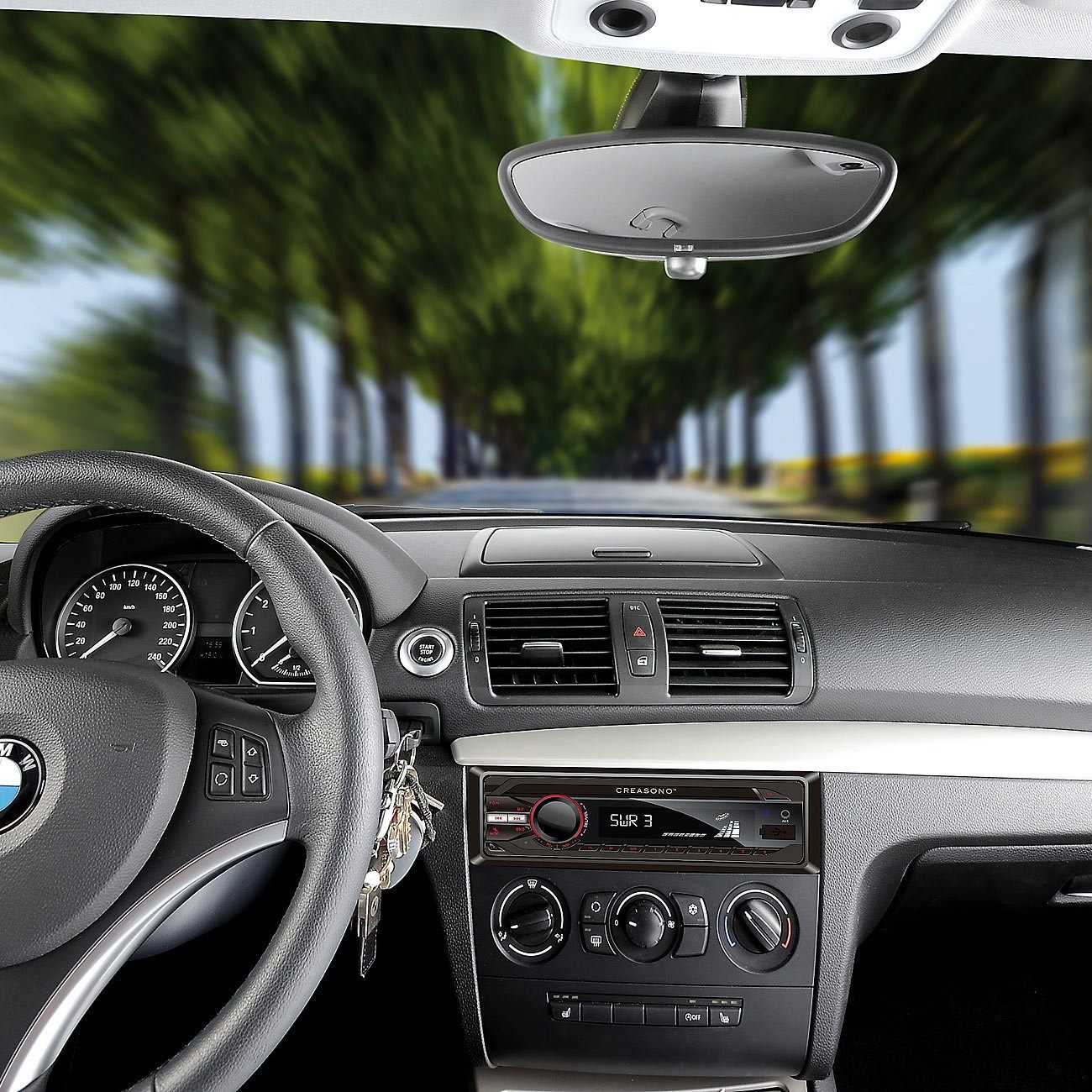 Autoradio-Musik-bei-der-Fahrt