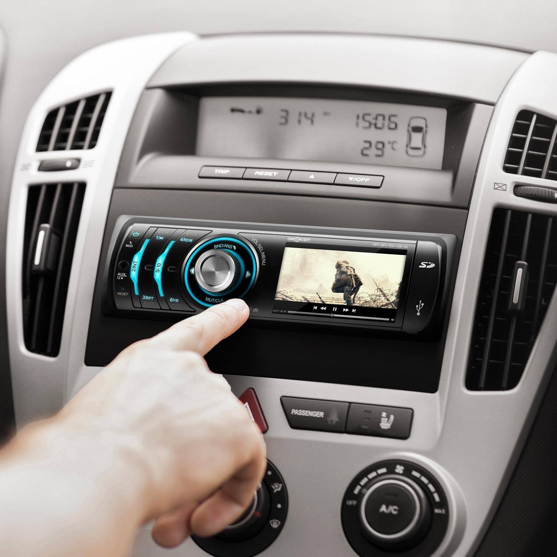 Autoradio- im-Auto-Film-sehen