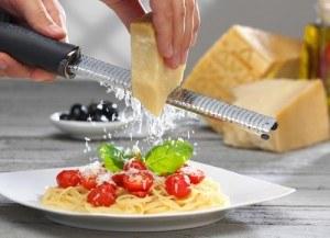 Bei der Herstellung von Parmesankäse spielen eine Faktoren eine wichtige Rolle.
