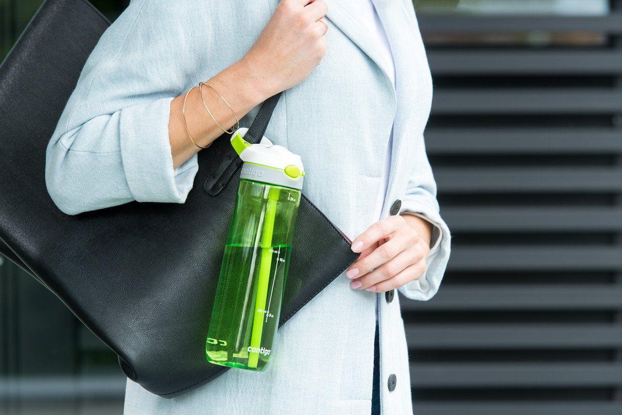 Flasche an der Handtasche