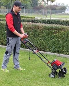 Rasenpflege zu offiziell erlaubten Tageszeiten.