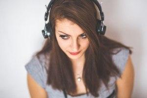 Kopfhörer Frau