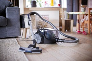 Philips Staubsauger ohne Beutel PowerPro Compact FC8477/91 im Wohnzimmer getestet