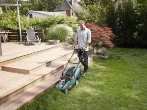 Bosch Home and Garden Rasenmäher Rotak 40, Grasfangbox 50 Liter (1.700 W, 40 cm Schnittbreite, 20-70 mmSchnitthöhe, 12,6 kg)