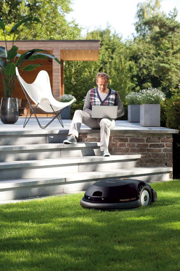 Rasenmähroboter Robomow Tuscania 1500 im Garteneinsatz
