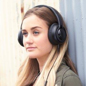 Amazon hat mit dem AmazonBasics Premium Over-Ear Headphone einen eigenen Kopfhörer auf dem Markt gebracht.