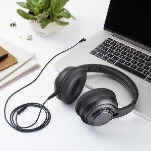 Der AmazonBasics Premium Over-Ear Headphone lässt sich an mobile Geräte anschließen.