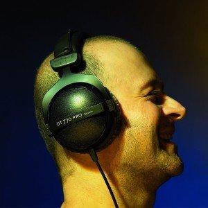 Der Beyerdynamic DT-770 Pro 80 Ohm Kopfhörer kann auch mit mobilen Geräten verwendet werden.