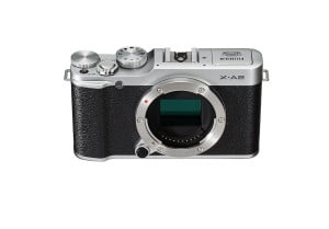 Die Fujifilm X-A2 Systemkamera ohne Objektiv.