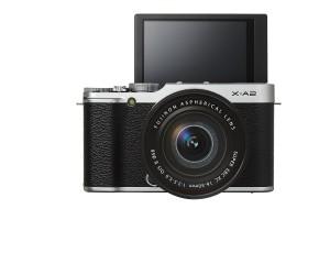Der Bildschirm der Fujifilm X-A2 Systemkamera lässt sich ausklappen.