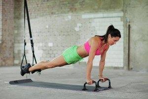 Der Kettler Sling Trainer ist ein praktisches Sportutensil.