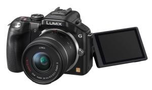 Die Panasonic Lumix DMC-G5KEG-K Systemkamera hat einen ausklappbaren Bildschirm.