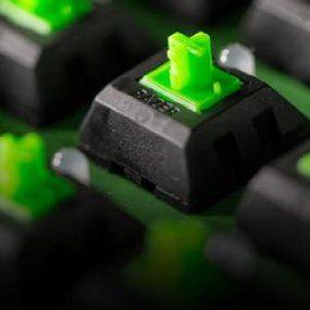 Razer BlackWidow Chroma Mechanische Gaming Tastatur (RGB Beleuchtet und voll programmbierbar mit 5 Macrotasten)
