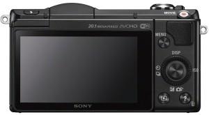 Die Sony Alpha 5000 Systemkamera hat einen ausreichend großen Bildschirm.
