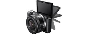 Der Bildschirm der Sony Alpha 5000 Systemkamera lässt sich toll klappen.