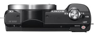 Die Sony Alpha 5000 Systemkamera von oben.