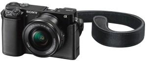 Die Sony Alpha 6300 Systemkamera wird mit ausreichendem Zubehör geliefert.
