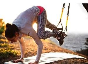 Das TRX Fitness-Gerät lässt sich ganz einfach mitnehmen und überall nutzen.
