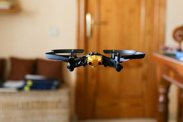 Auf Den Flugbetrieb Im Wohnumfeld Angepasste Quadrocopter Mussten Kleiner Werden Damit Sie In Wohnzimmer Kinderzimmer Und Garten