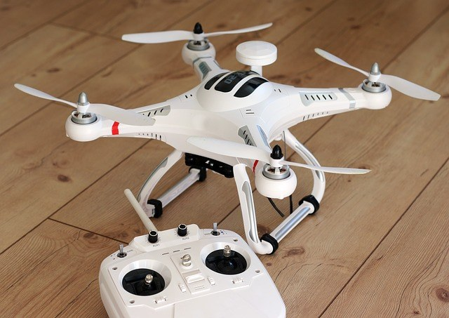 Heute Sind Insbesondere Die Kleinen Quadrocopter Beliebte Spielzeuge Und Finden Sich In Vielen Jugendzimmern