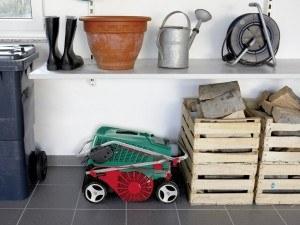 Bosch DIY Vertikutierer AVR 1100, Fangkorb, Karton (1100 W, 32 cm Arbeitsbreite, 50 l Fangkorbvolumen)