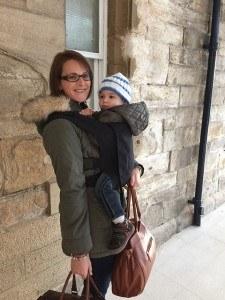 Alternativen zum Zwillingskinderwagen: Tragetücher und Babytragen