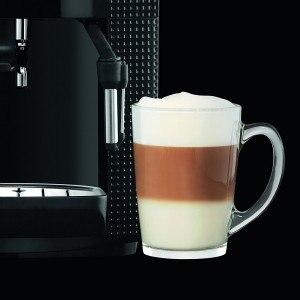 Zubereiteter Kaffee mit dem KRUPS EA8108 Kaffeevollautomat (1,8 l, 15 bar, CappuccinoPlus-Düse) schwarz