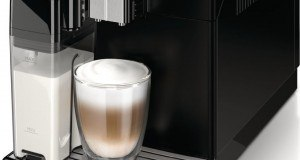 Saeco Minuto Kaffeevollautomat, integrierte Milchkaraffe, schwarz
