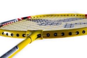 Der VICTOR Badmintonschläger AL-2200 wird schon besaitet geliefert.