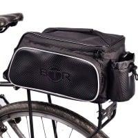 BTR Fahrradtasche für den Gepäckträger. Wasserabweisend. Schwarz. 10 Liter Fassungsvermögen. Gepäckträgertasche mit Vorrichtung zur sicheren Befestigung des Fahrrad-Rücklichts