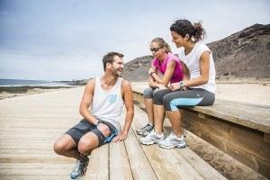 Ihre Fitnessarband sollten sie regelmäßig mit dem Smartphone syncronisieren.