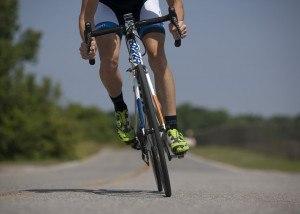 Fahrrad für einen Unitec MaXXimum Dachfahrradträger auf der Straße