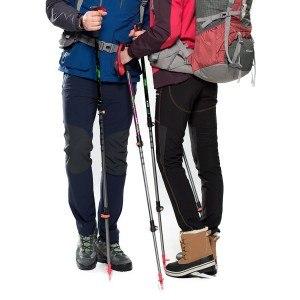 Die Spitze lässt sich mit einer Gummikappe abdecken bei den Mountaintop Trekkingstöcke - Wanderstöcke.