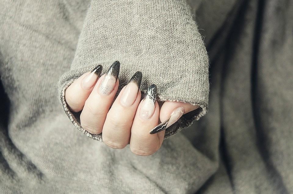 gel-nails-1878296_960_720