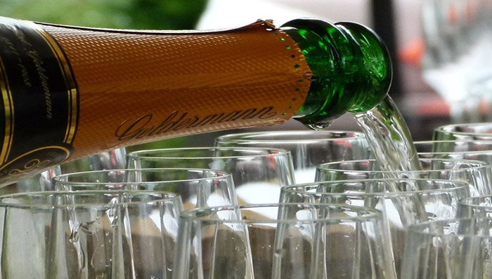 headerbild_Champagner-test
