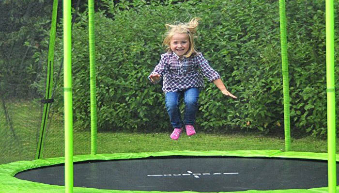 kindertrampolin test 2018 die 3 besten kindertrampoline im vergleich. Black Bedroom Furniture Sets. Home Design Ideas