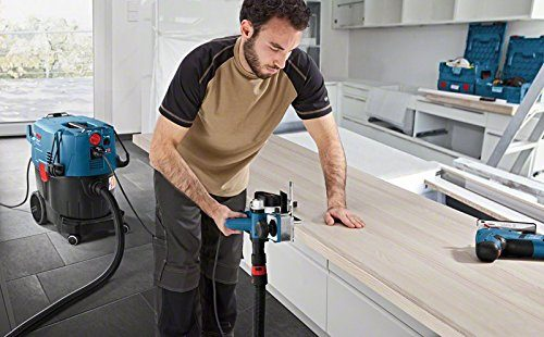 Industriestaubsauger Bosch Professional GAS 35 L SFC im Einsatz beim Sägen