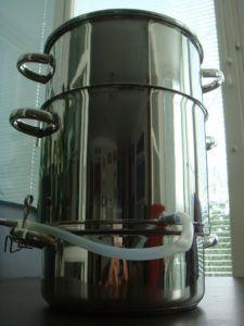 Der Edelstahl MultiDepot Dampfentsafter hat ein vielfaches einsatzgebiet.