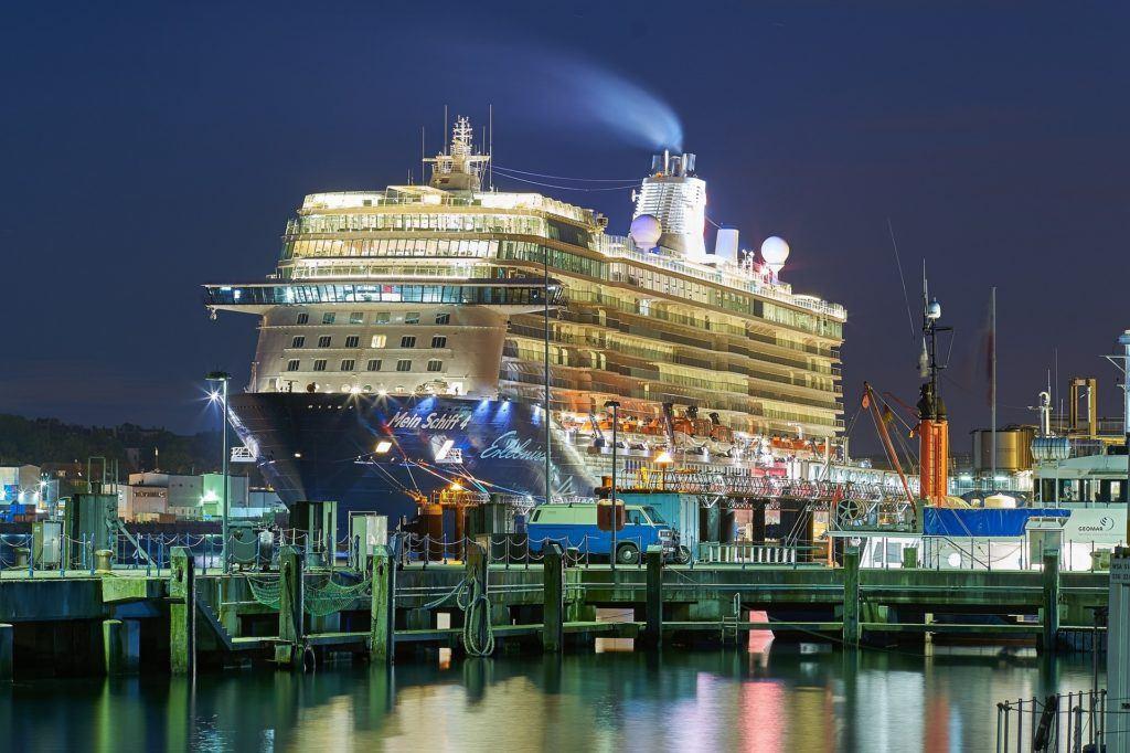 Cruise Ship 1396681 2