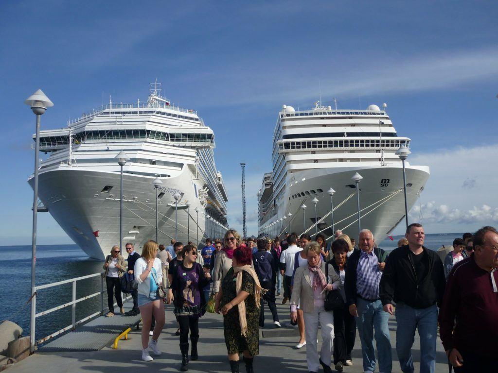Cruise Ships 228923