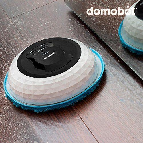 Domobot-Nasswischroboter saugt im Test auf einem Holzboden