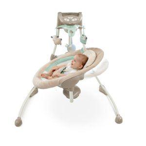 Die Bright Starts 60360 kuschelige Deluxe Babyschaukel hat tolle Effekte.