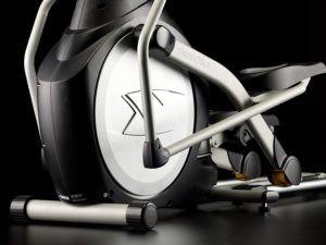 Der Skandika Crosstrainer Pro SF-3200 hat eine Schwungmasse von 23,5 Kilo.