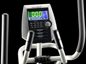 Das Display des Skandika Crosstrainer Pro SF-3200 lässt sich gut ablesen.