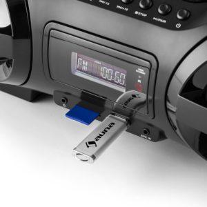 Der auna Soundblaster M spielt auch vom USB Stick Dateien ab.