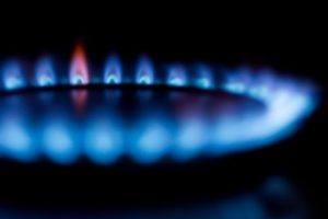 Gasflamme bereit für den Spargeltopf in der Nahaufnahme